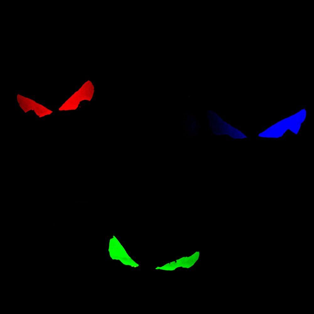 Leuchtende Augen an der Wand