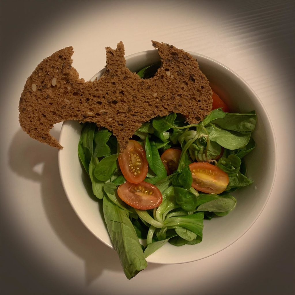 Fledermausbrot mit Salat